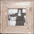 Quadratischer Bilderrahmen aus alten Holzleisten von der Luna Design Company