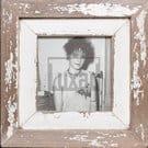 Quadratischer Vintage-Fotorahmen aus recyceltem Holz für ca. 14,8 x 14,8 cm große Fotos