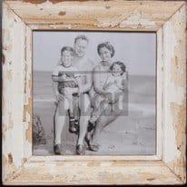 Quadratischer Altholz-Bilderrahmen für quadratische Fotos