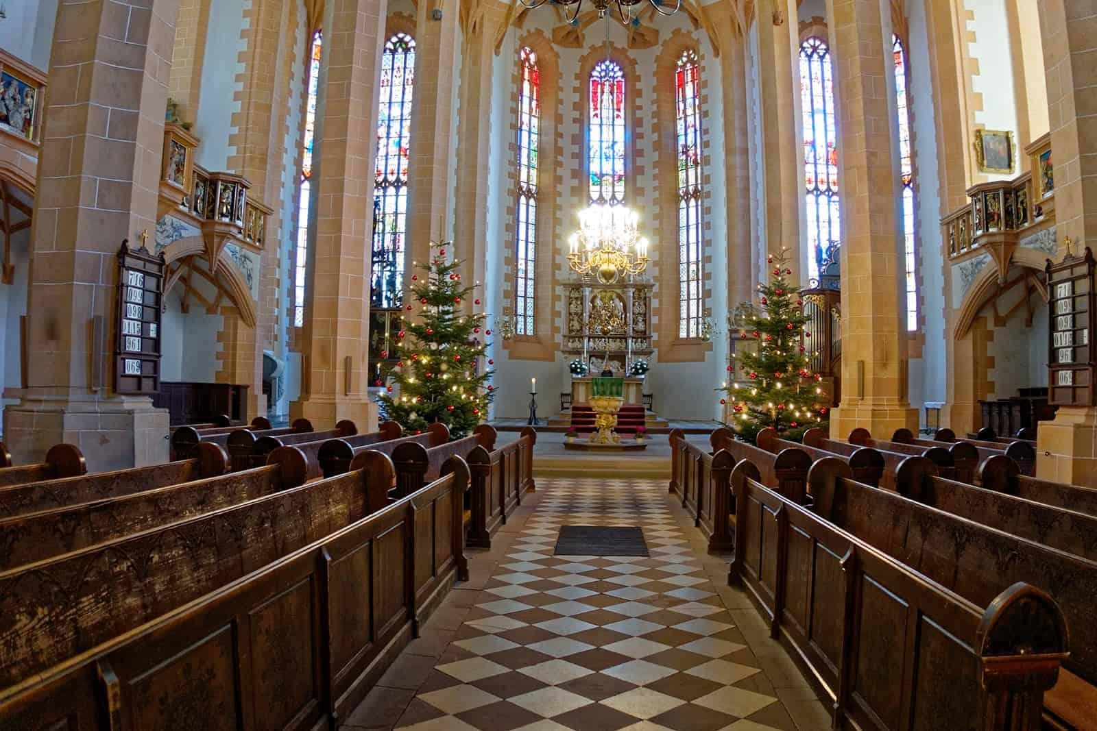 Innenansicht der Sankt Annen Kirche in Annaberg Buchholz im Erzgebirge