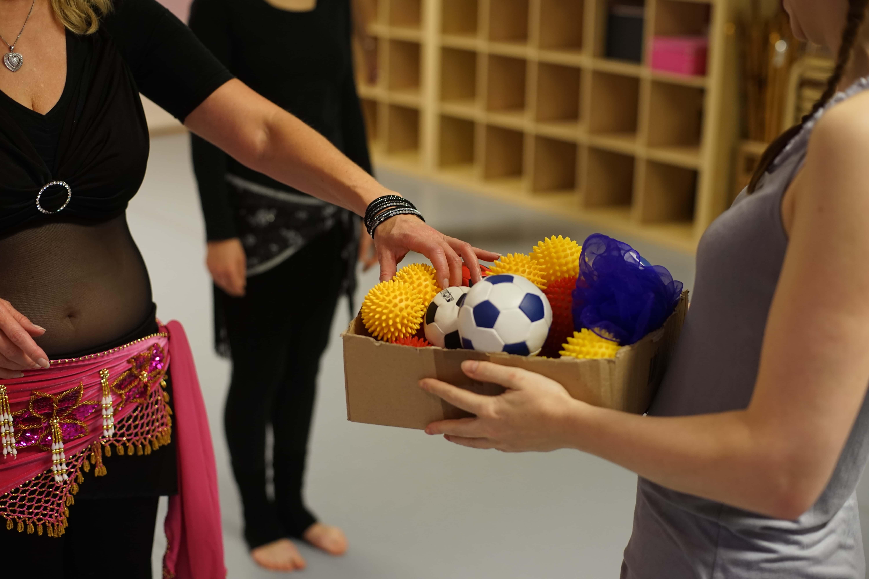 Bauchtanzunterricht mit Ball - Foto: R. Rossbacher