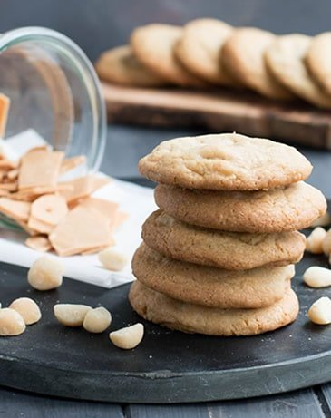Caramelized White Chocolate Macadamia Nut Cookies