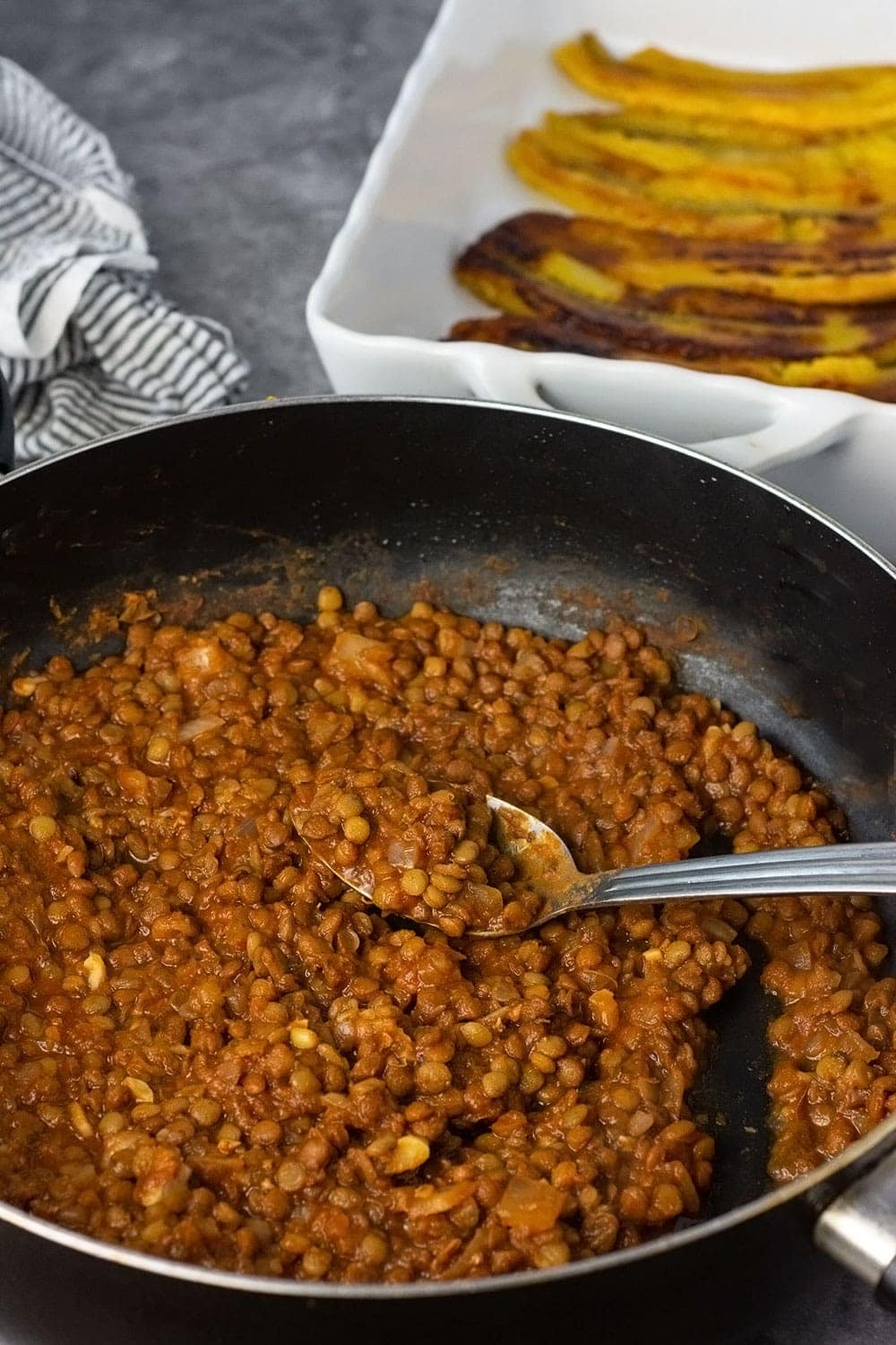 Lentils for vegan pastelon in a black skillet