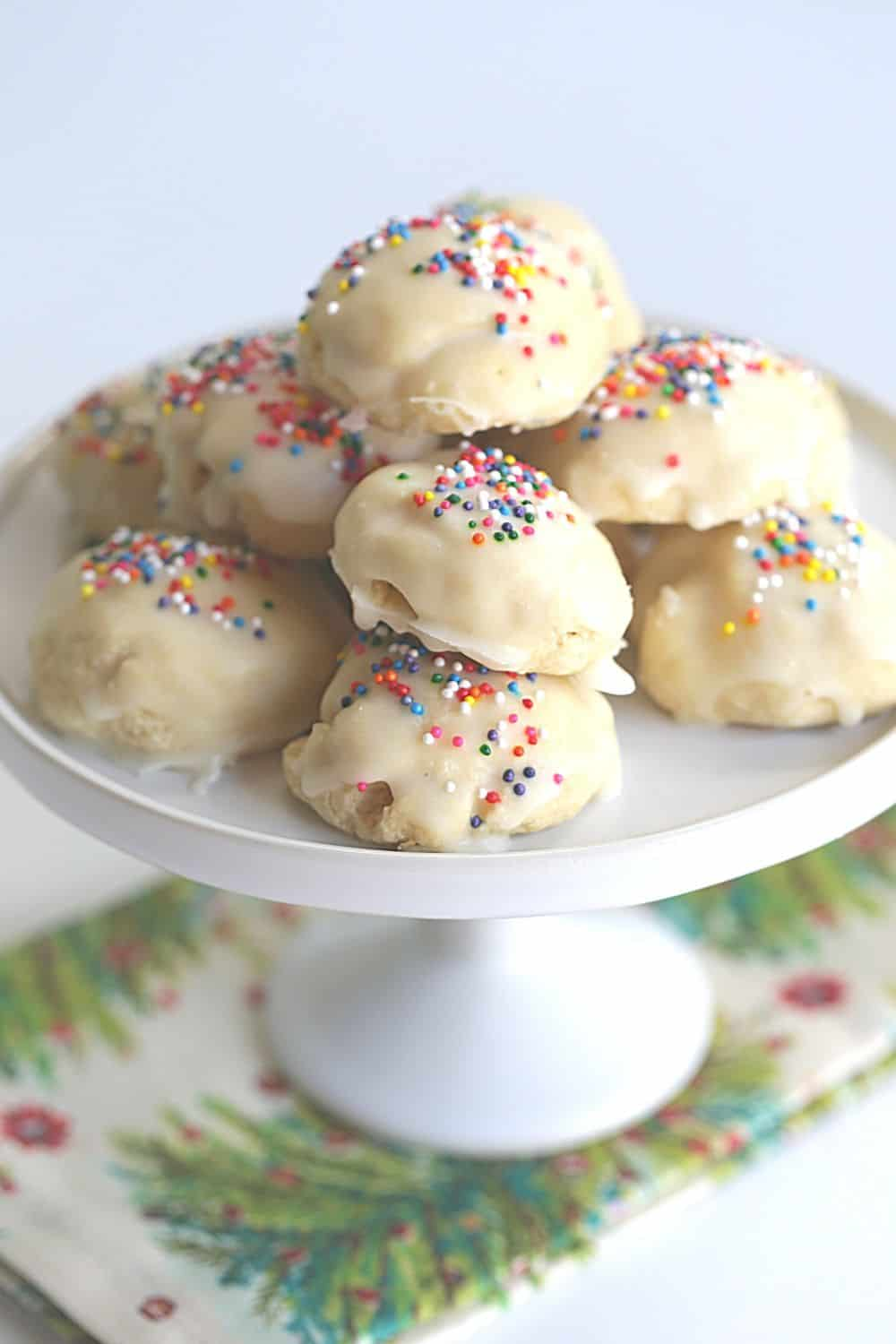 Italian Christmas Cookies are a delicious cake-like cookie with a hint of anise and sweet sugar glaze. This easy cookie recipe is great to serve any time of the year.