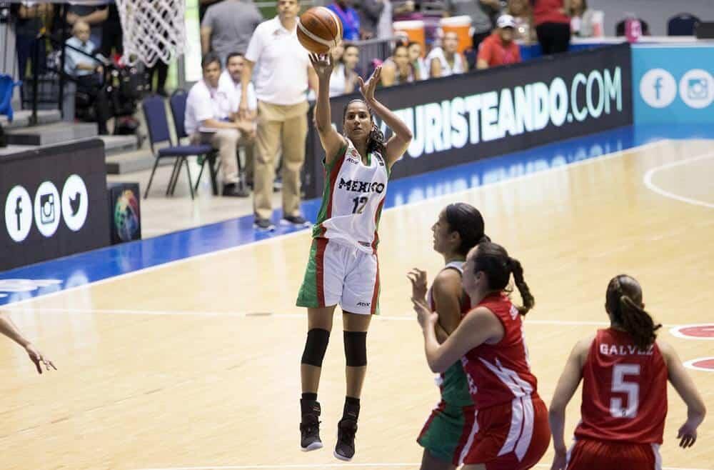 Gladiana Ávila encestó 11 puntos y tomó 7 rebotes ante las ticas.