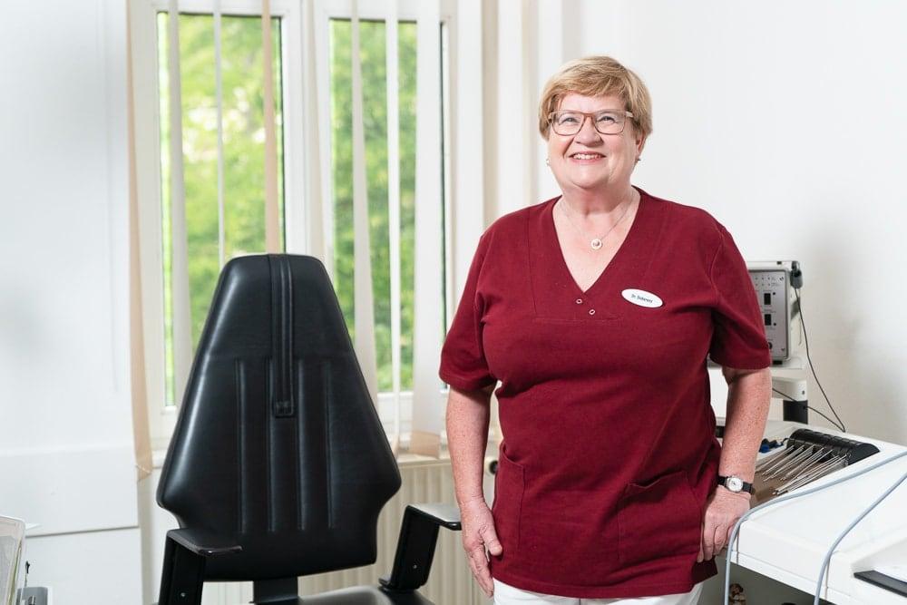 Dr. Ingeborg Doberenz im HNO-Sprechzimmer