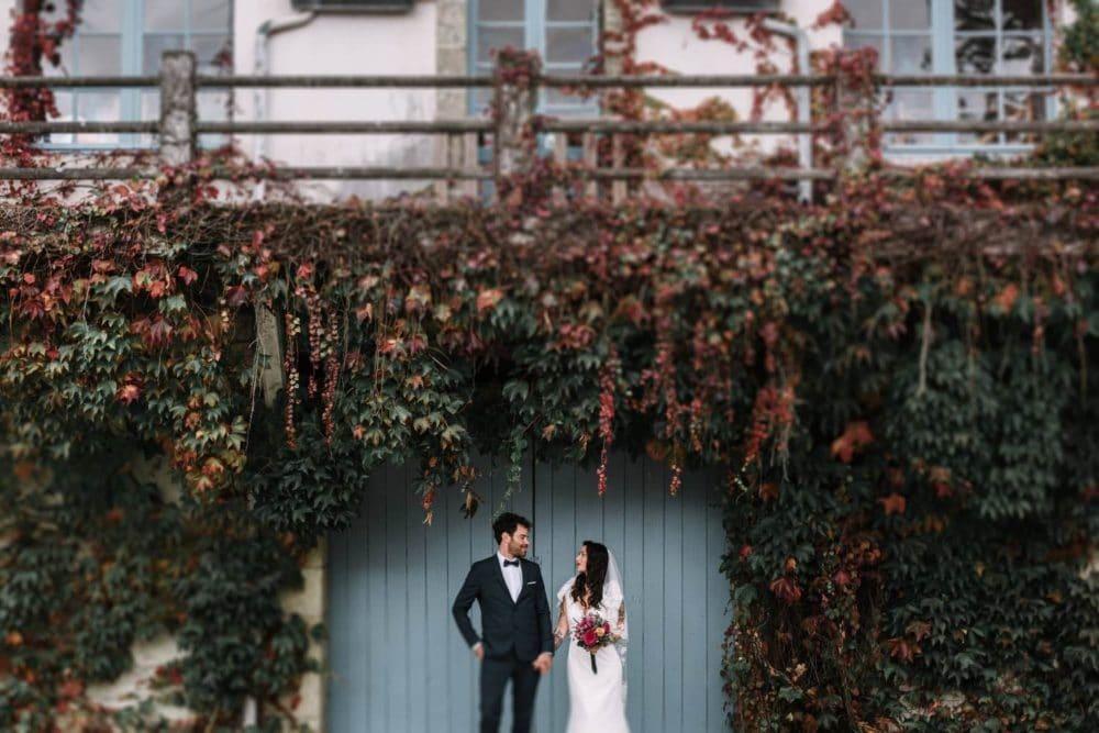 couple mariage portail maison