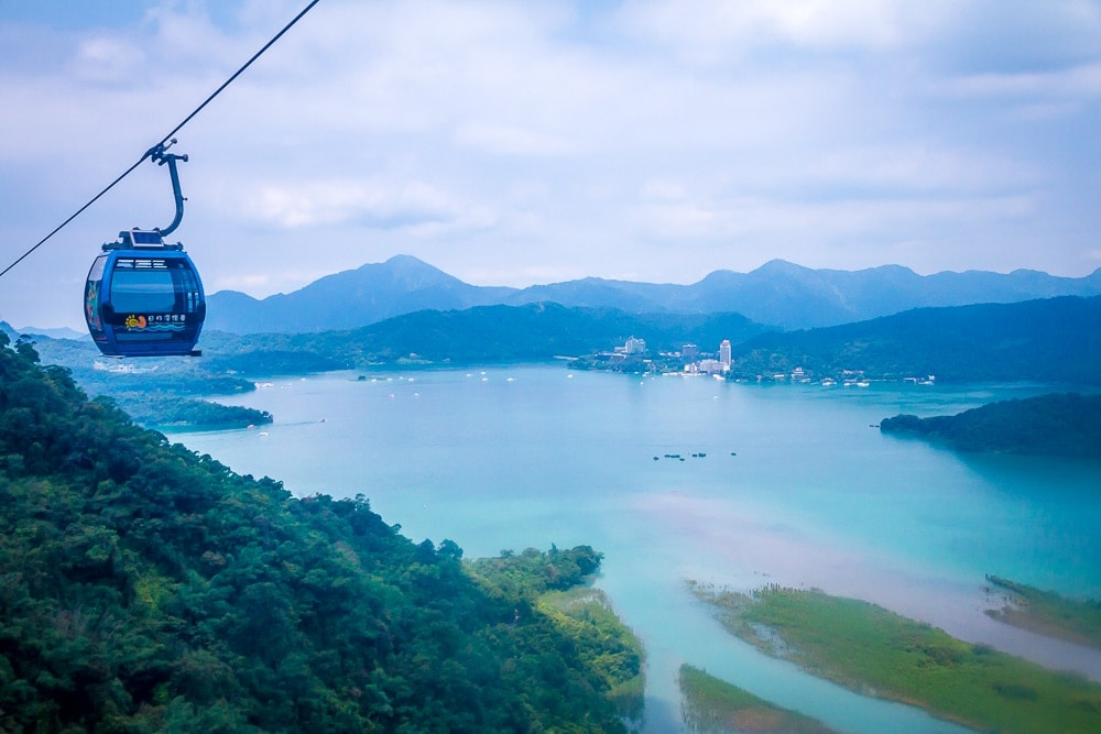 How to get from Sun Moon Lake to Alishan