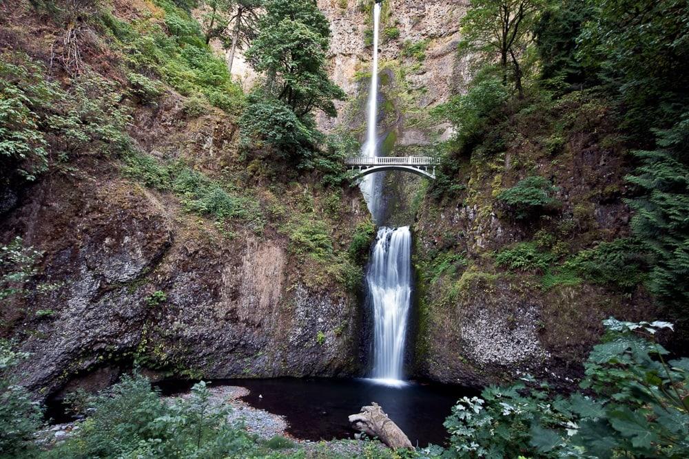 multnomah falls and bridge from the viewing platform