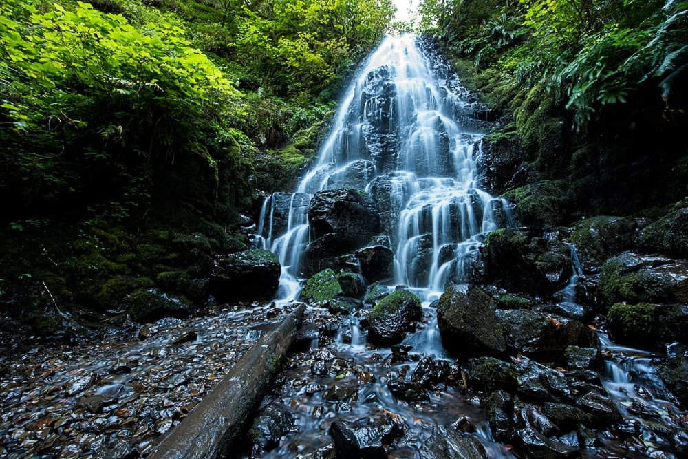Fairy Falls on the Multnomah-Wahkeena Loop Hike, is probably one of the best waterfalls in oregon