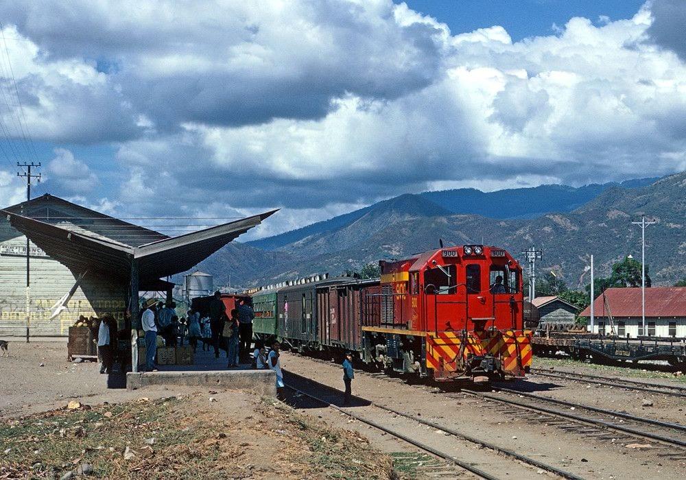 Ferrocarril en la estación de El Rancho (El Progreso)