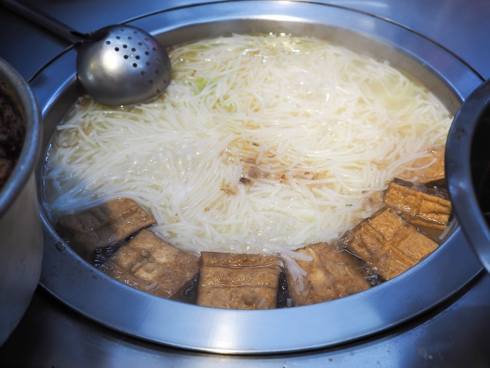 Mi fen tang, a common Taiwanese food in Ximending