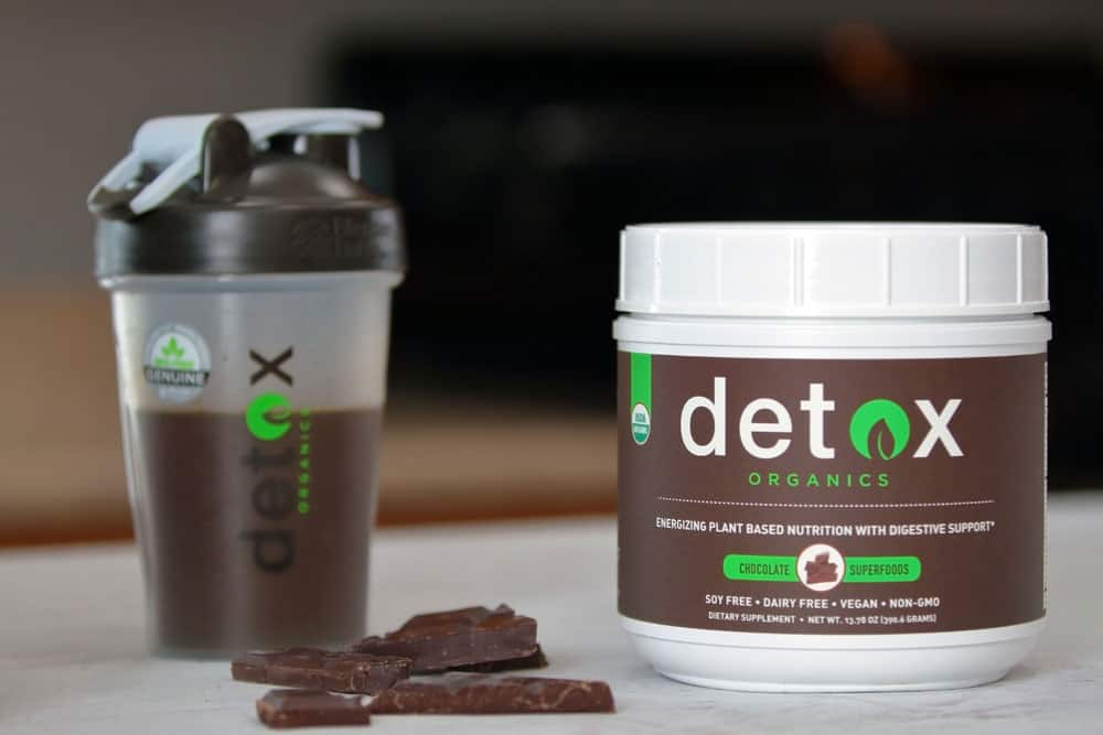 Detox Organics can be mixed with milk, non-dairy milk, water, coconut water... #ad