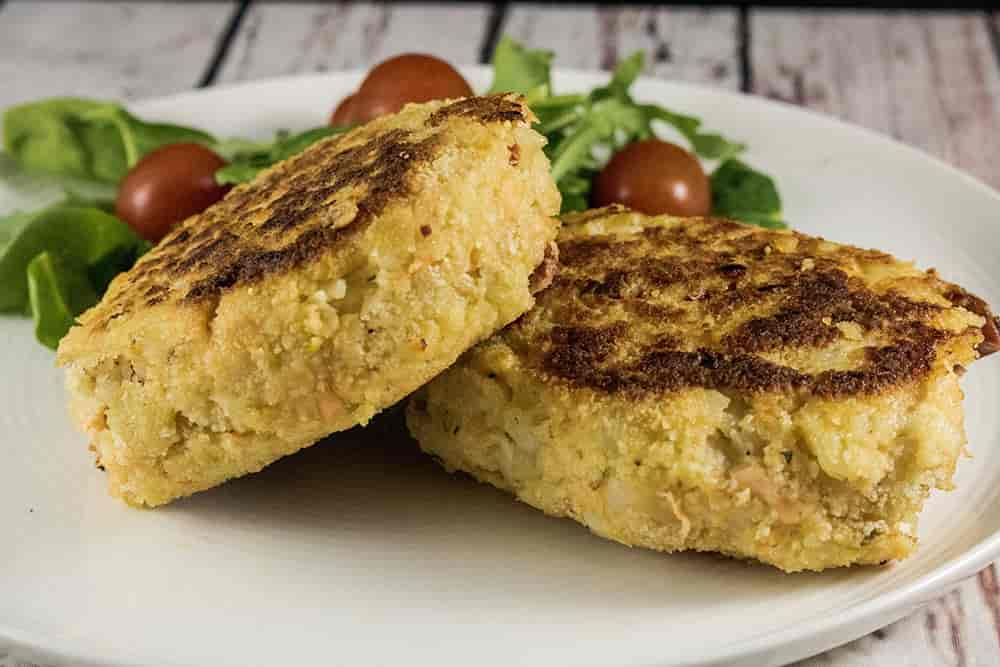 Easy and Tasty Salmon Fish Cake Recipe - Perfect for Lunch recipes, Dinner Recipes or even as a nice starter recipe - Amateurchef.co.uk
