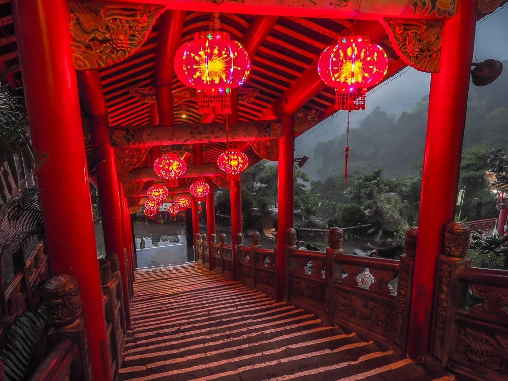 Quanhua Temple, Lion's Head Mountain at night