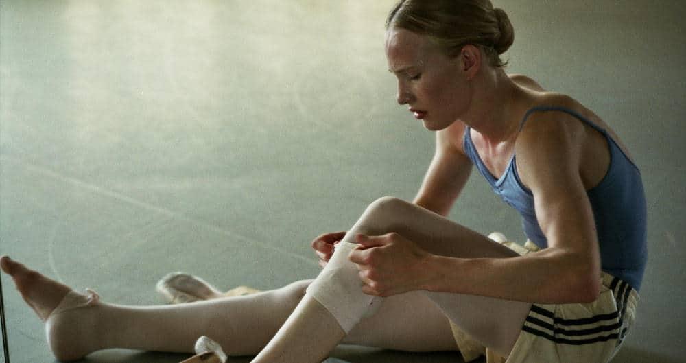 Lara au cours de danse dans Girl de Lukas Dhont