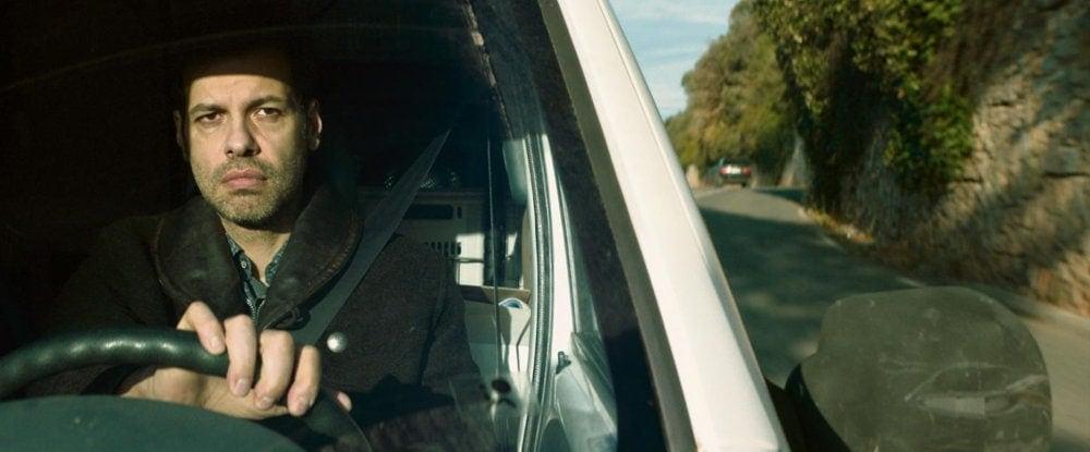 Laurent Lafitte au volant de sa voiture dans Paul Sanchez est revenu
