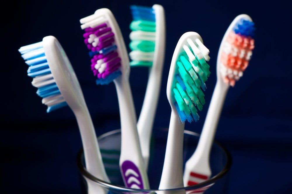 11 terribles cosas que podrían estar en tu cepillo de dientes
