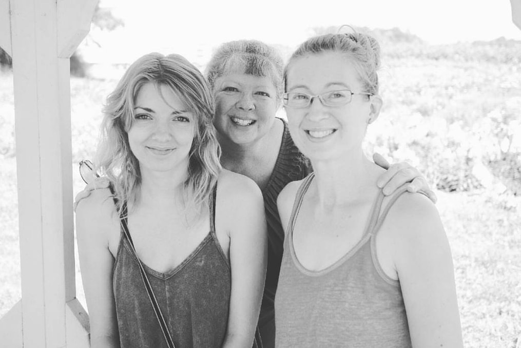 Amanda Dugdale with her mom and sister