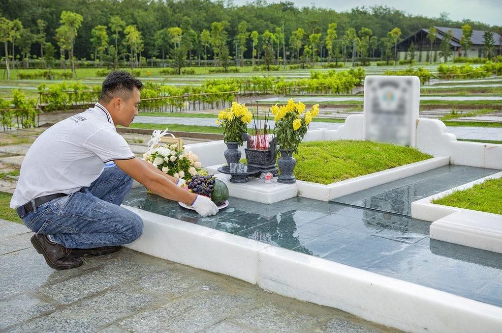 Chăm sóc phần mộ cho người thân tại Sala Garden