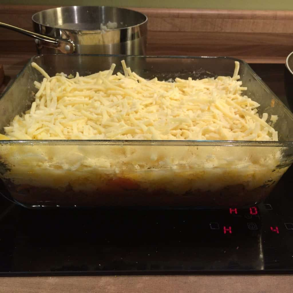 Low Fat Shepherds Pie - Healthy Shepherds Pie recipe, perfect for those on Slimming World. Made with beef that is below 5% fat | http://www.amateurchef.co.uk