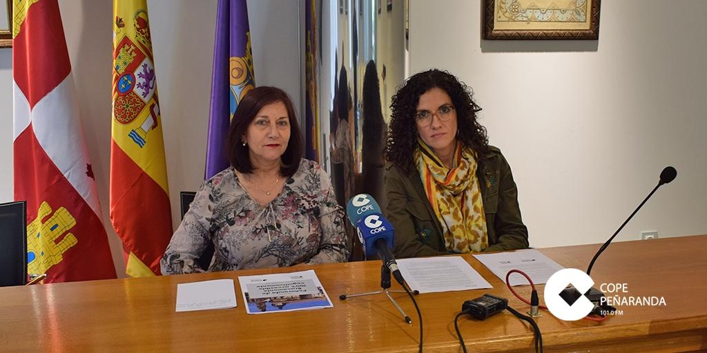 La alcaldesa Carmen Ávila y Rosa Martínez, de Acopedis, presentaron el programa.
