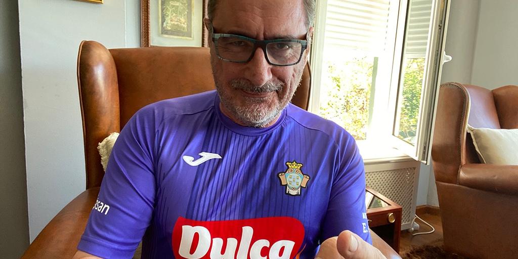 Carlos Herrera se viste con la camiseta del CD Peñaranda