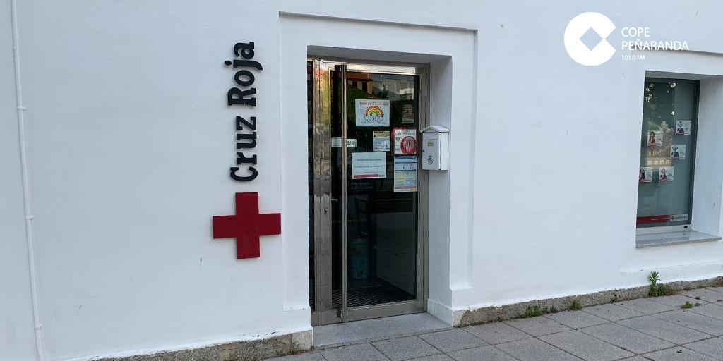 Cruz Roja reparte huchas en comercios dentro de su campaña #BanderitaResponde
