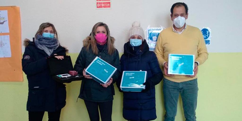 La Ampa del Unamuno dona 4 medidores de CO2 al Colegio
