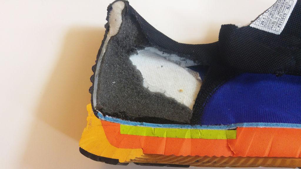 Рис.9 ASICS FuzeX  жесткий зажим вокруг пятки
