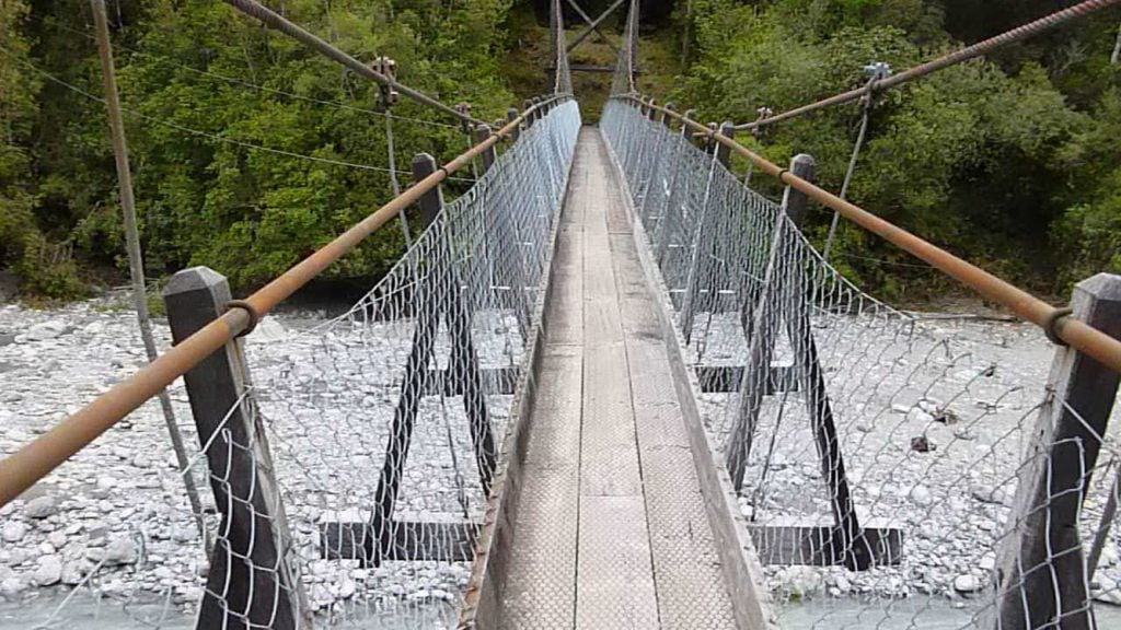 Roberts Point Track suspension bridge
