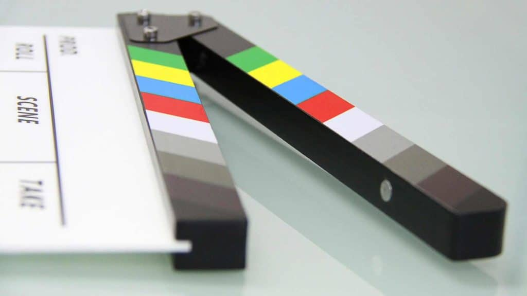 The film flap gives the start signal.