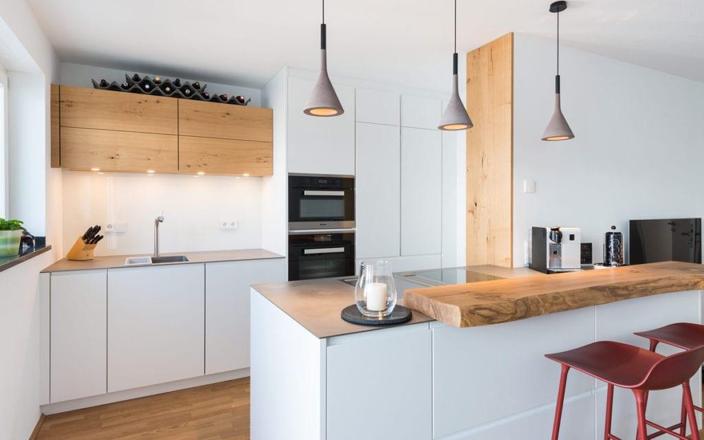 дизайн маленькой кухни с барной стойкой
