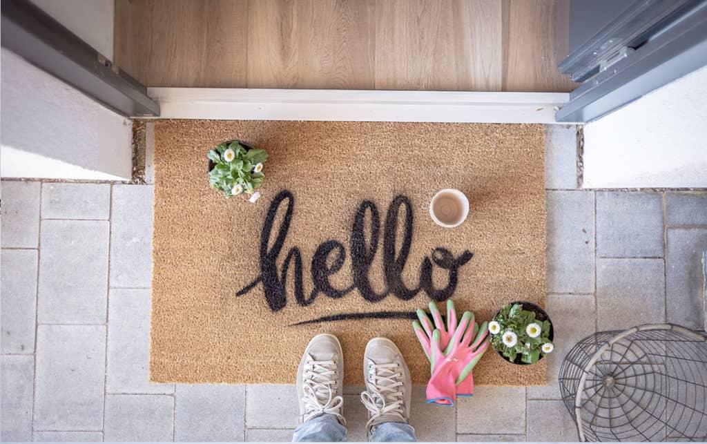 Deine DIY-Fußmatte mit dem Hello-Schriftzug