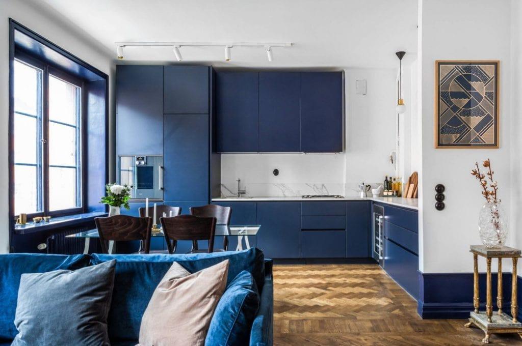 синяя кухня какие обои