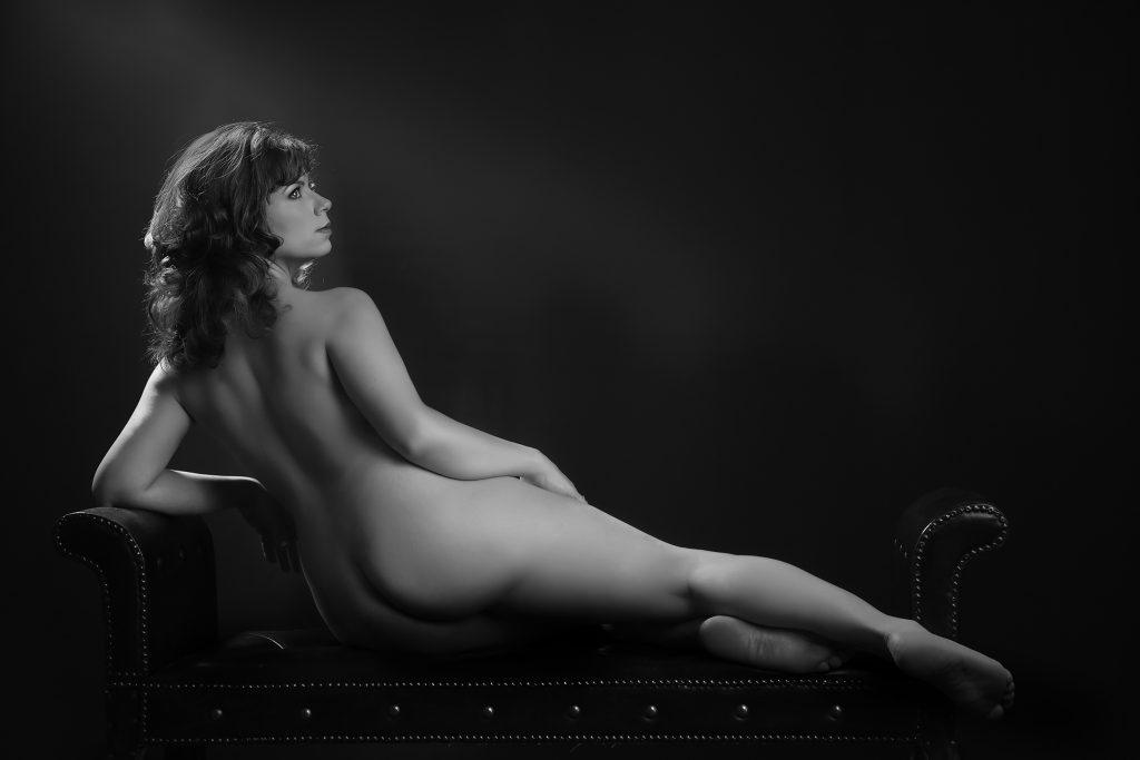 sensual-artistic-nude-photos-black-white-portraits-women-juliati-photography