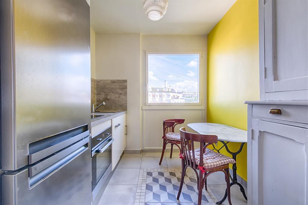 красивая желтая кухня