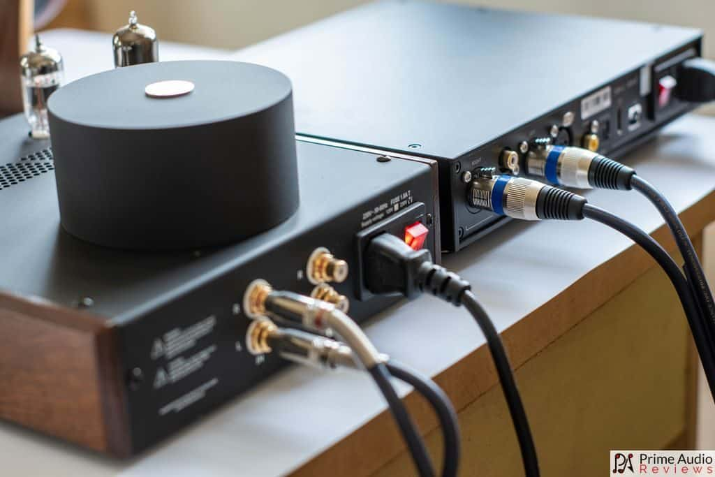 Feliks Audio Echo hooked up to the Singxer SDA-2 DAC.