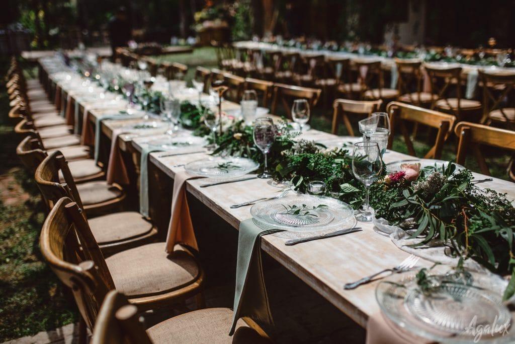 El formato imperial o mesa larga es recomendado para una boda íntima.