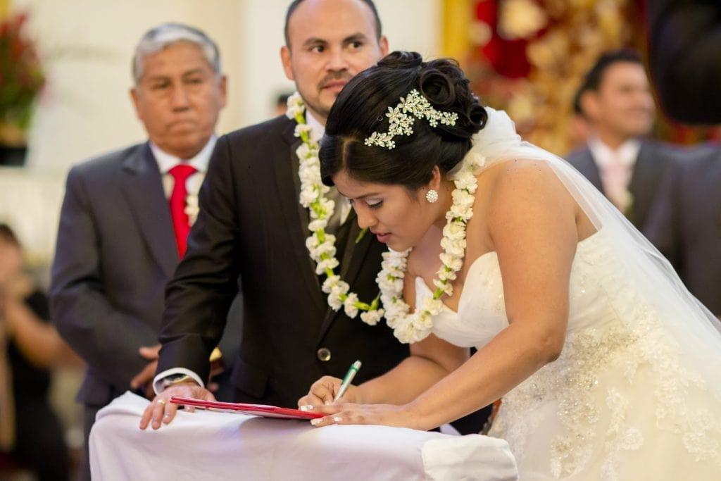 El lazo - 15 Tradiciones de boda que toda pareja debe conocer - El blog de Su - Susana Morales Wedding & Event Planner
