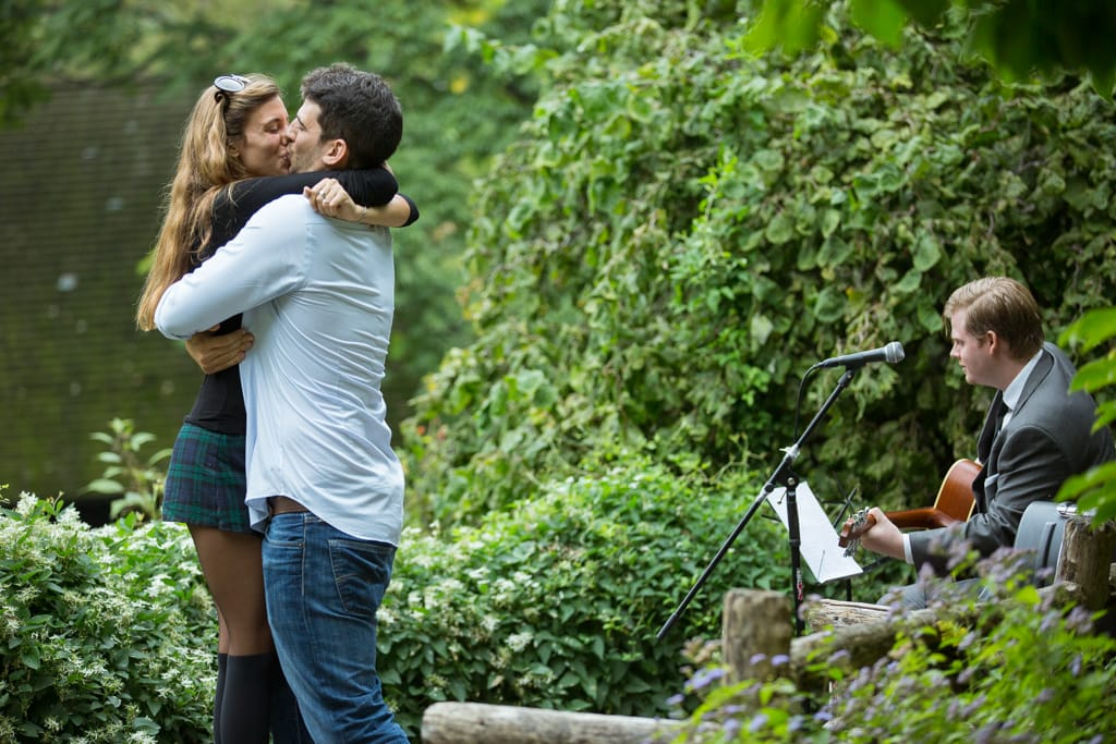 Proposal in Shakespeare Garden at Central Park]– photo[7]