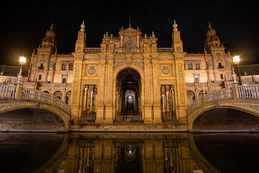 sevilla spain plaza de espana at night