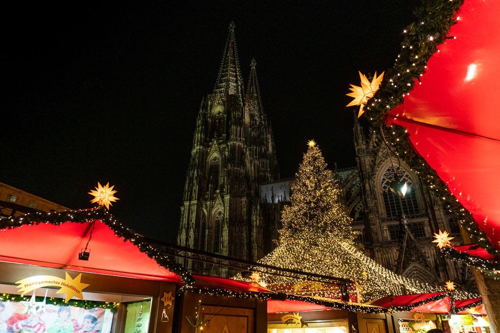cologne cathedral christmas market tree and booths