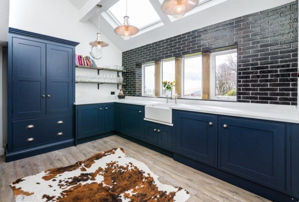 сочетание синего цвета в интерьере кухни