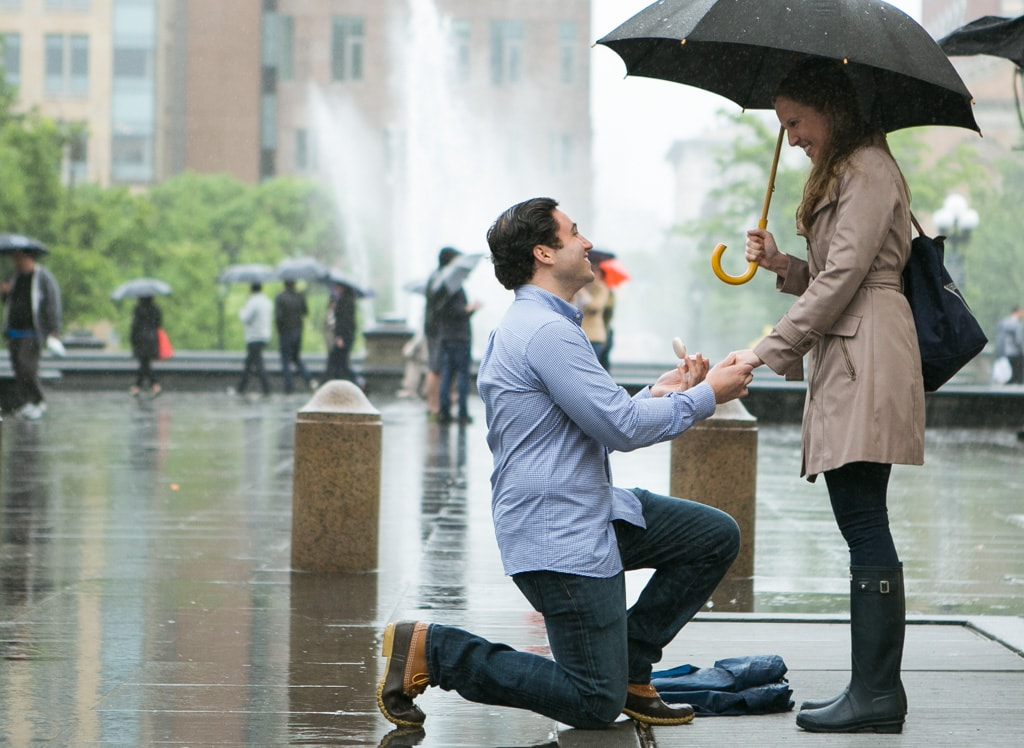 Photo Rainy Washington Sq. Park Propose | VladLeto