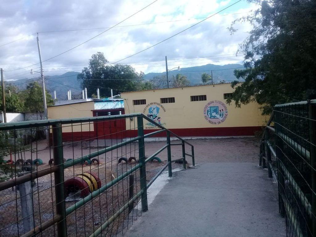 Acceso a escuela y parque infantil