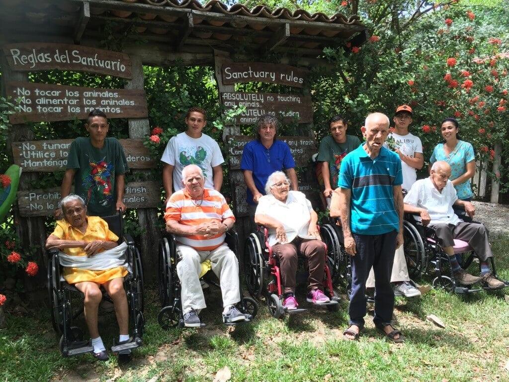 Aldutos mayores de visita por NATUWA