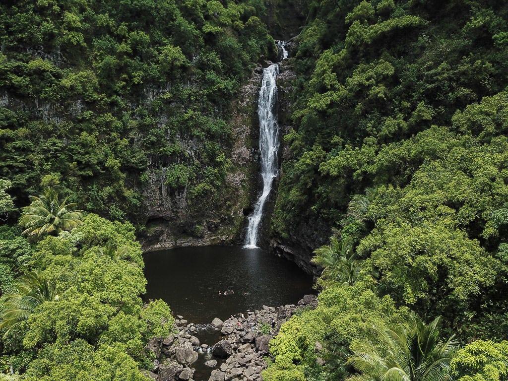 halawa valley hawaii waterfall hike - great molokai tour