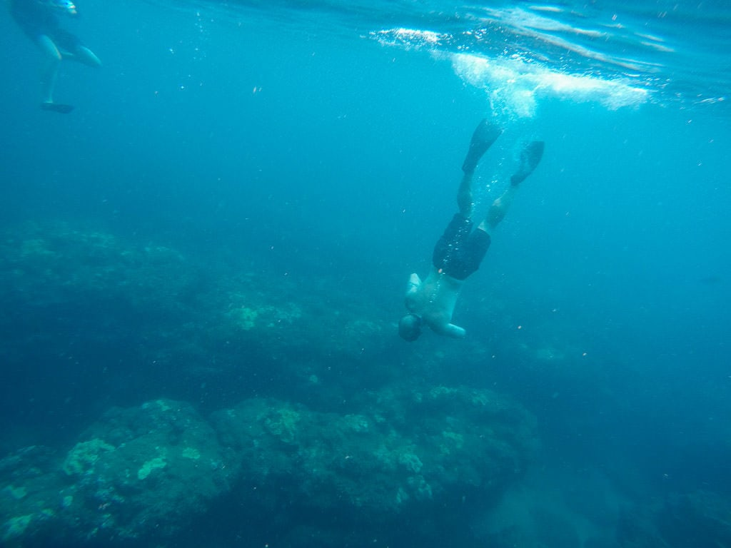 snorkeling during napali coast boat tour with makana charters
