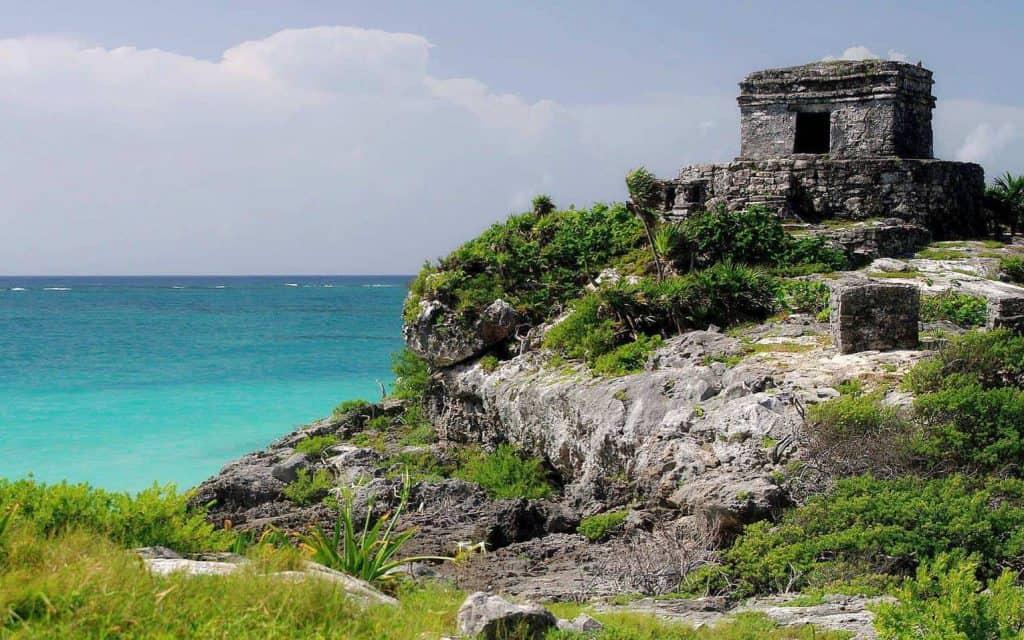 Tempel des Windes in Tulum an der Riviera Maya - Foto von AmazingTemples.com